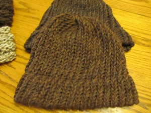 4-strand yarn in shades of brown.  E-wrapped knitted on a round knitting loom.